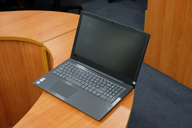 laptop của Lenovo lại có ưu điểm nổi trội với màn hình dùng công nghệ chống lóa giống các model tầm giá trên dưới 20 triệu đồng