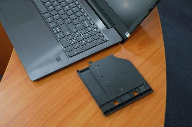 V330 cũng theo xu hướng nhiều mẫu laptop hiện nay