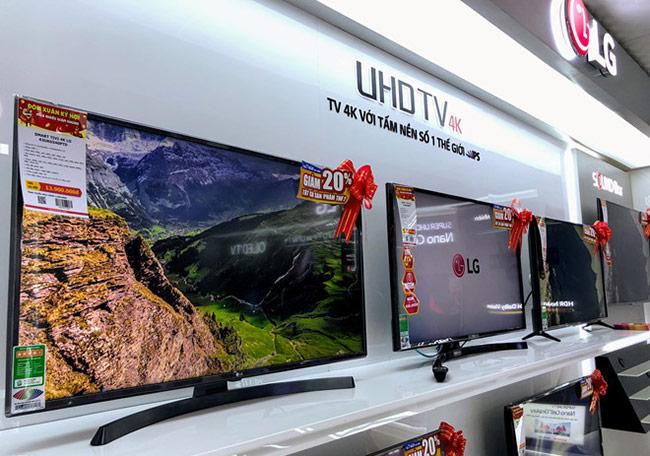 TV giảm giá mạnh, lượng mua tăng vọt trước Tết