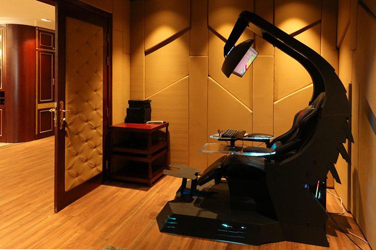 J20 Workstation được thiết kế chuẩn công thái học, chia làm 3 phần chính gồm màn hình, ghế ngồi và bệ đỡ với kích thước phù hợp.