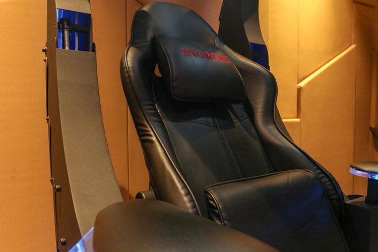 Chất lượng hoàn thiện của chiếc ghế tốt với những đường khâu được chau chuốt trên lớp da, mang lại cho nó vẻ ngoài cao cấp. Mẫu ghế này sử dụng da PU. Tất nhiên, người dùng có thể thay đổi loại da tùy vào sở thích và chi phí.