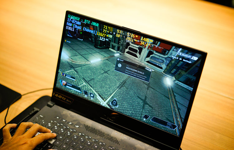 ROG Strix SCAR II có màn hình viền siêu mỏng Full HD (1920x1080) tấm nền IPS