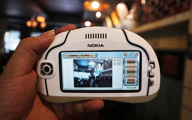 Phiên bản thứ ba hoàn thiện nhất với đầy đủ các tính năng, bao gồm cả chụp ảnh bằng camera sau, duyệt web hay chơi game