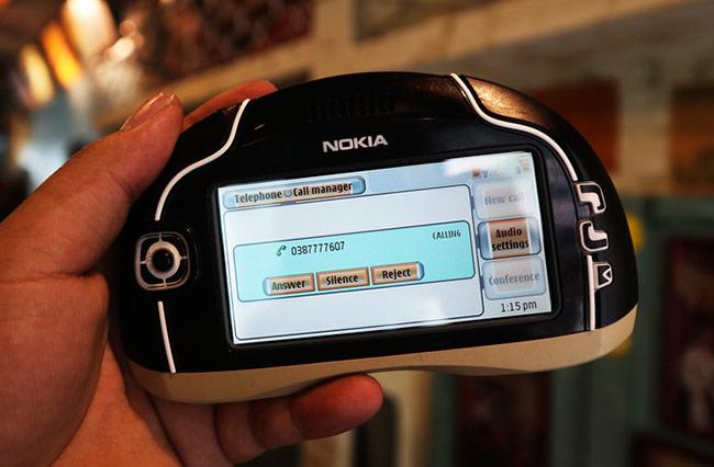 Ngoại trừ phiên bản trong suốt chỉ chạy phần mềm kiểm thử, hai mẫu Nokia 7700 còn lại hoạt động bình thường, có thể nghe gọi, nhắn tin và nhiều tính năng khác.