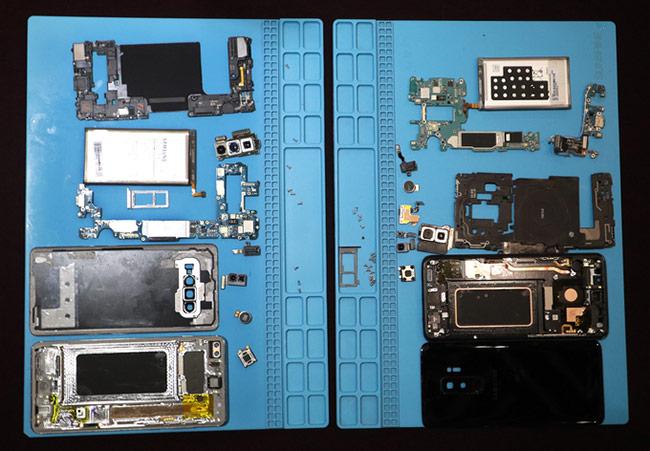 Cấu trúc và linh kiện Galaxy S10+ (bên trái) so với Galaxy S9+ (bên phải)