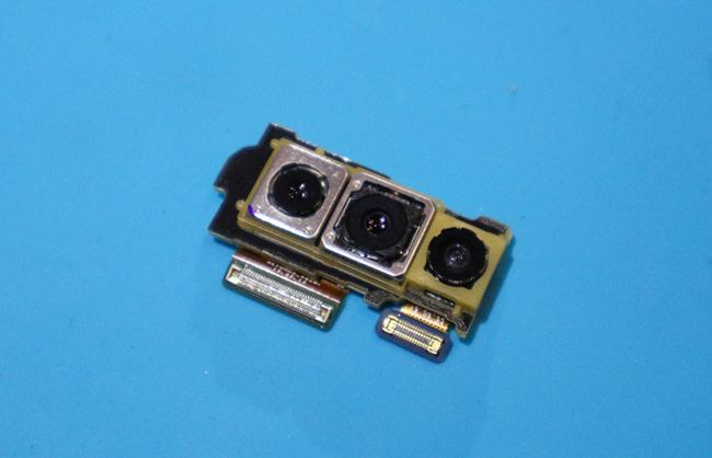 Các module camera ba ống kính phía sau