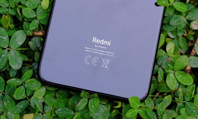 Với mẫu Redmi Note 7, Xiaomi thay đổi cách in logo phía sau khi nhấn mạnh vào dòng chữ Redmi