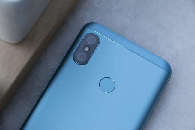 Về khả năng chụp hình, Redmi 6 Pro đi kèm cụm camera kép ở mặt sau với camera chính 12MP