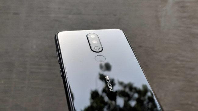 Nokia X5 sở hữu hệ thống camera kép ở mặt sau