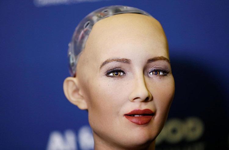 """Sophie, robot sử dụng trí tuệ nhân tạo, từng nổi tiếng với phát ngôn: """"OK, tôi sẽ hủy diệt nhân loại"""". Ảnh: Medium."""