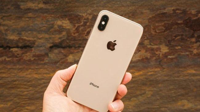 iPhone XS vẫn chỉ xếp sau iPhone XS Max và iPhone XR, phần lớn là do máy có thời lượng pin ngắn nhất trong bộ ba nhưng vì máy chỉ có pin 2.658 mAh