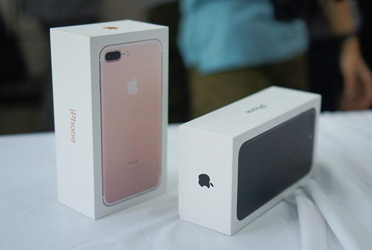 iPhone 7 xách tay qua sử dụng có giá hơn 5 triệu đồng. iPhone 7 Plus cũng được giảm còn 7,8 triệu đồng.