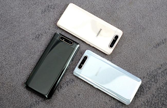Galaxy A80 dự kiến được công bố ở Việt Nam trong tháng 5. Máy có ba màu trắng, vàng và đen.