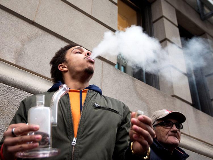 Không chỉ thức ăn, các loại mùi khác cũng có tác động mạnh mẽ đến khả năng làm việc của tài xế. Thủ phạm số 1 là cần sa.