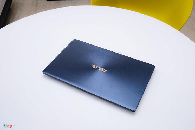 New Zenbook trang bị chuẩn kết nối Wi-Fi 5 cho tốc độ truyền tốt hơn. Bù lại máy không được trang bị cảm biến vân tay, tính năng bảo mật đang rất phổ biến trên các dòng máy dành cho doanh nhân.