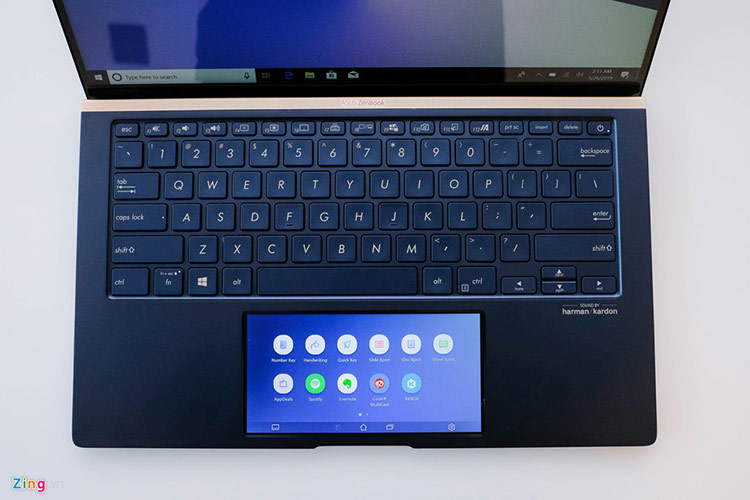 Với khối lượng từ 1,2-1,5 kg, laptop New Zenbook đáp ứng được nhóm người dùng thường xuyên di chuyển. Thiết kế đẹp cùng cấu hình tốt cũng là một lợi thế giúp Asus Zenbook năm nay đủ sức cạnh tranh với các model XPS từ Dell, Spectre của HP hay Macbook.