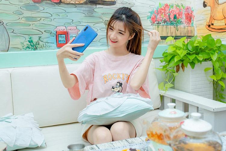 Galaxy A70 hướng đến người dùng trẻ, đặc biệt là người dùng yêu thích chụp ảnh.