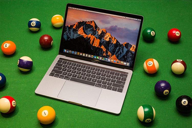 Không thể phủ nhận màn hình, TouchPad của MacBook vẫn có chất lượng nhỉnh hơn so với những máy tính chạy Windows ở tầm giá tương tự. Ảnh: Cnet.
