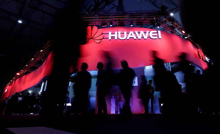 Google có thể cấm Huawei sử dụng các dịch vụ như Google Play, Android, Gmail...trên smartphone của họ trong tương lai, kể cả các bản Android mới. Ảnh: Reuters.