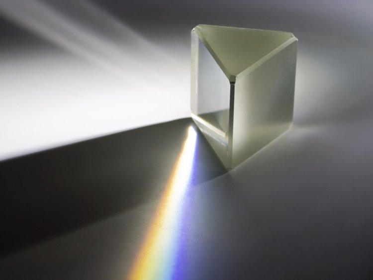Ngoài ra, ánh sáng truyền qua chân không vũ trụ nhanh hơn 47% so với sợi cáp quang thông thường. Do đó, Starlink sẽ giúp cải thiện hạ tầng Internet hiện nay trên Trái đất.