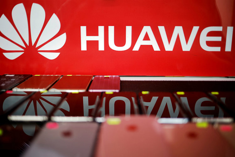Các thương hiệu Trung Quốc khác có thể hỗ trợ Huawei bằng cách dùng hệ điều hành nội địa. Ảnh: Reuters.