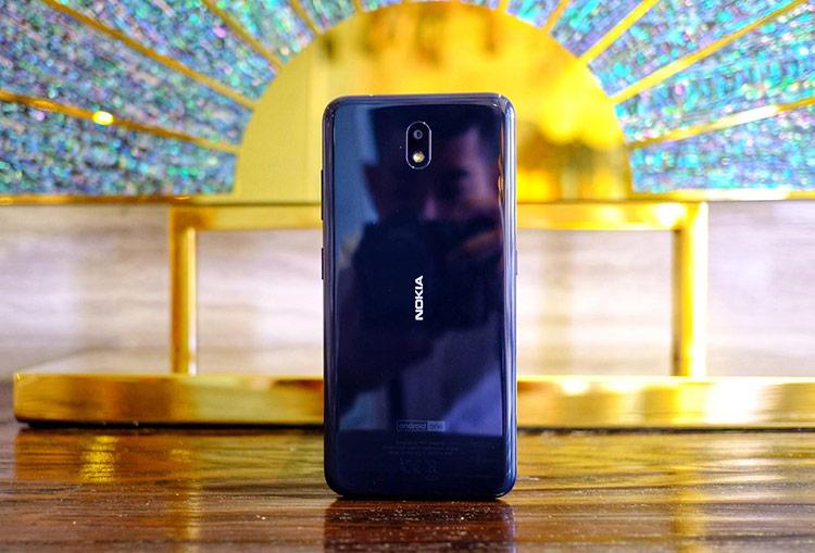 Nokia 3.2 (giá 4 triệu) - Máy được lên kệ tại Việt Nam từ ngày 17/5.