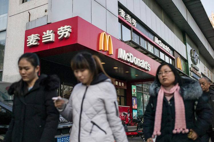 Bên ngoài một cửa hàng McDonald's ở Bắc Kinh. Ảnh: Getty Images.