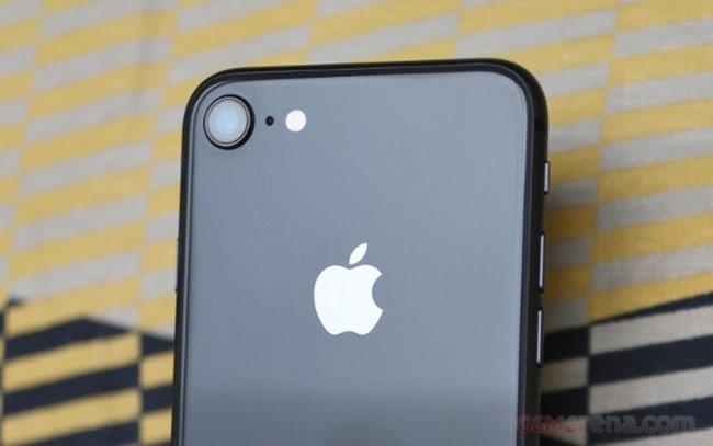camera ở mặt sau của iPhone 8 vẫn sở hữu phần cứng giống hệt camera chính của iPhone X, do đó trải nghiệm chụp hình với chất lượng vẫn rất ấn tượng