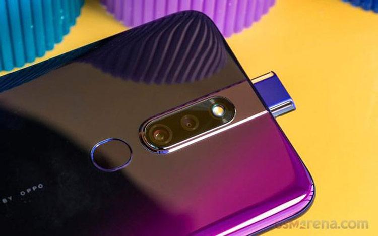 F11 Pro có camera trước thiết kế ẩn, camera sau kép