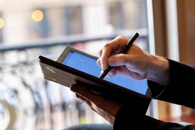 Lenovo cho biết nguyên mẫu này đã được phát triển trong hơn 3 năm, dự kiến ra mắt vào năm 2020, bên cạnh dòng sản phẩm cao cấp ThinkPad X1. Sản phẩm này được định hướng phát triển thành một thiết bị máy tính xách tay cao cấp hoạt động độc lập, không phải là máy tính bảng hay phụ kiện rời.