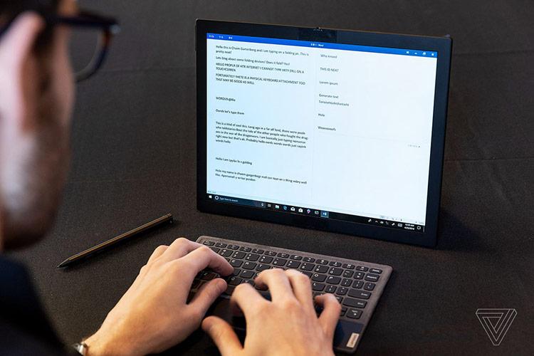Theo The Verge, chiếc laptop này có thể được ứng dụng trong nhiều điều kiện khác nhau. Người dùng có thể gập lại để sử dụng như một chiếc laptop, sử dụng toàn màn hình như một mẫu máy tính bảng cỡ lớn hoặc kết nối với các phụ kiện chuột, bàn phím rời để dùng như máy tính bàn.