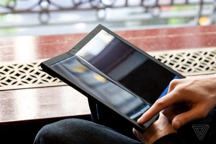 Màn hình gập được xem là công nghệ tương lai, tạo ra xu hướng mới trong ngành công nghiệp smartphone. Lenovo vừa giới thiệu một nguyên mẫu laptop sử dụng công nghệ màn hình gập với thương hiệu ThinkPad.