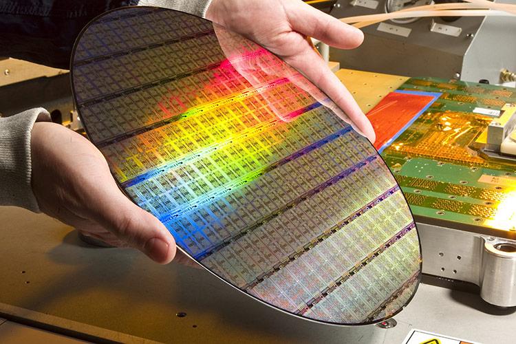 Một tấm wafer để chế tạo CPU máy tính
