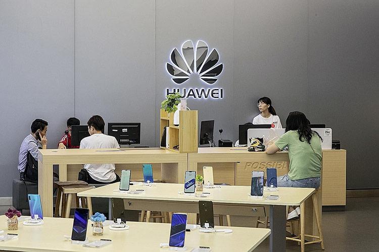 Người dùng Philippines sẽ được hoàn tiền nếu điện thoại Android của họ không sử dụng được Google, Facebook. Ảnh: Bloomberg.