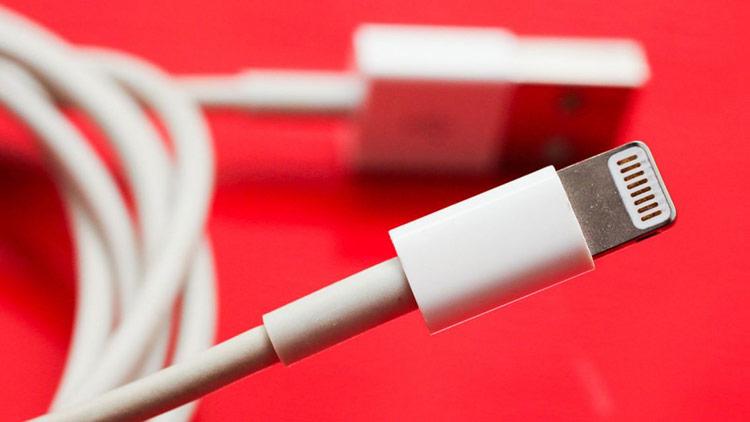 Sử dụng sạc không rõ nguồn gốc: Trên thị trường hiện nay có nhiều thiết bị sạc iPhone với giá rẻ nhưng chất lượng chưa đảm bảo.
