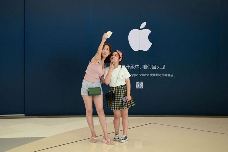 """Apple cũng trở thành nạn nhân - Căng thẳng thương mại Mỹ - Trung leo thang, cùng với lệnh cấm từ Google dành cho Huawei, khiến cư dân mạng Trung Quốc dấy lên làn sóng """"tẩy chay Apple"""" như một cách trả đũa cho ngành công nghệ nước này."""