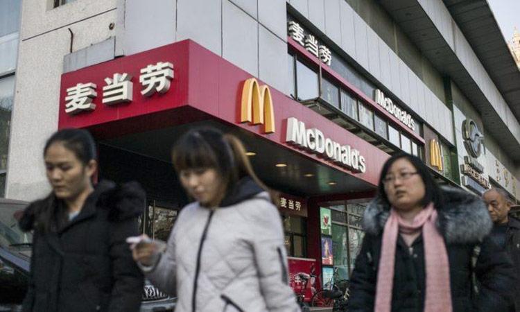 """Hàng hóa, dịch vụ Mỹ cũng bị tẩy chay - Hôm 13/5, tờ Global Times đăng bài xã luận kêu gọi người Trung Quốc mở cuộc """"chiến tranh nhân dân"""" chống Mỹ."""