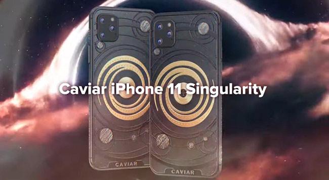 Ngoài ra, Caviar còn giới thiệu iPhone 11 Black hole (hố đen) mặt lưng được trạm khắc bằng titanium.