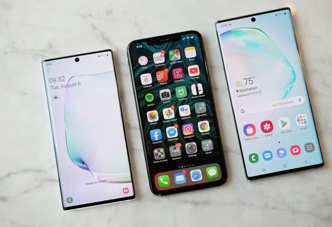 Galaxy Note 10 có màn hình nhỏ hơn 0,2 inch so với iPhone XS Max còn Galaxy Note 10+ dùng màn hình lớn hơn 0,3 inch model tới từ Apple.