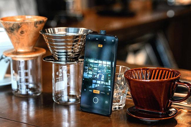 Cụm máy ảnh selfie của Oppo K3 có độ phân giải 16 megapixel