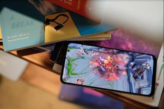 Sử dụng Qualcomm Snapdragon 710 mạnh mẽ nhưng cũng tiết kiệm điện năng