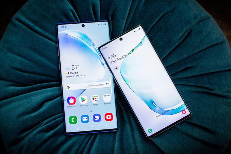 Về tổng thể, thiết kế của Galaxy Note10 và Note10+ không có sự khác nhau. Bộ đôi này đều sở hữu màn hình Infinity-O đục lỗ để đặt vị trí camera selfie, bốn cạnh còn lại có viền rất mỏng.
