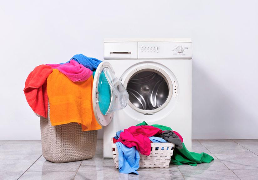 Nên mở cửa lồng giặt để quần áo không bị hôi.