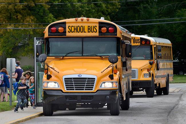 Tại Mỹ, xe bus là phương tiện đưa đón học sinh phổ biến nhất, trở thành biểu tượng của hệ thống giáo dục Mỹ