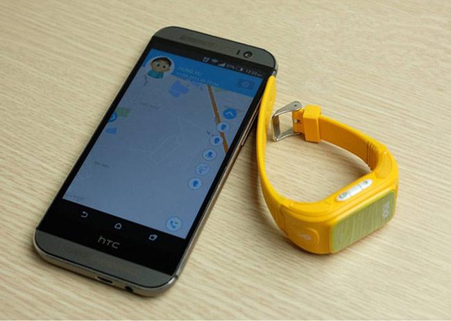 Một sản phẩm được nhiều bậc phụ huynh quan tâm là đồng hồ có tích hợp định vị, điện thoại cho trẻ em