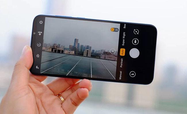 Giao diện sử dụng của máy có nhiều nét tương đồng với iPhone