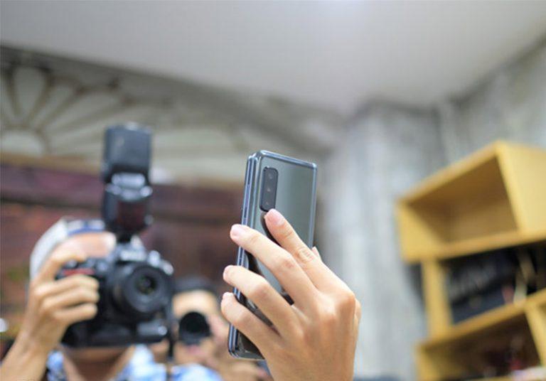 Galaxy Fold về VN, bị hét giá 99 triệu đồng