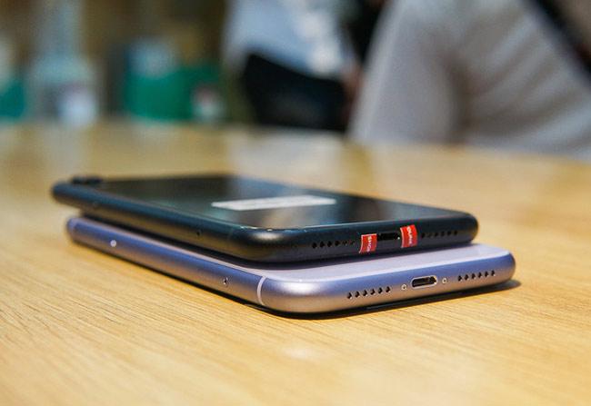 Vị trí đặt các nút bấm, cổng kết nối, loa, micro trên iPhone 11 vẫn như thế hệ trước