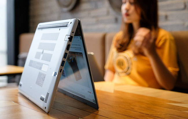 Với việc được trang bị vi xử lý Intel Core i thế hệ thứ 10 đầu tiên tại Việt Nam