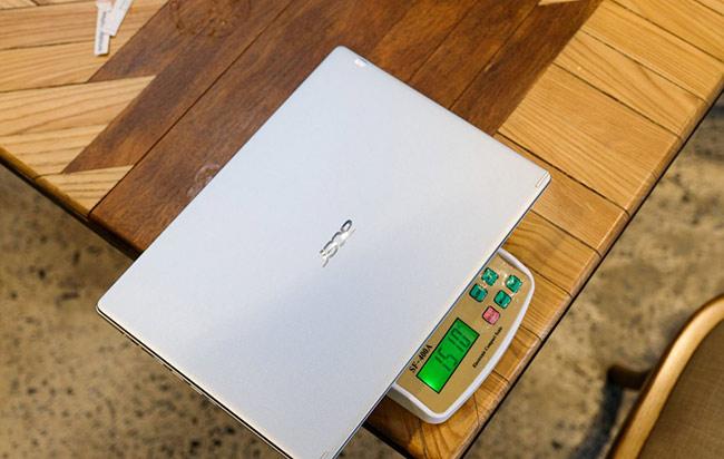 Thiết kế của Acer Aspire 5 đã có sự lột xác hoàn toàn với một chiếc laptop phổ thông